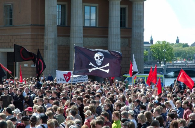 mynttorget_stockholm_during_the_june_3_2006_pro-piracy_protest